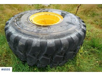 Two tires on rims for Volvo A-40 - bouwmaterieel