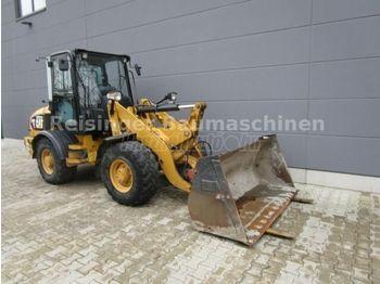Wiellader CATERPILLAR 907 4x4 Homlokrakodó + villával