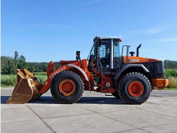 Hitachi ZW220 (New Tyres)  - wiellader