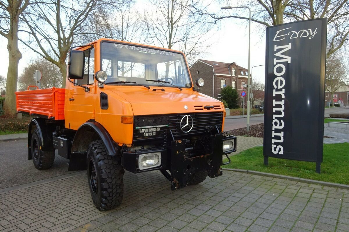 gemeentelijke machine/ speciaal Unimog U 1250 6 Cylinder Diesel