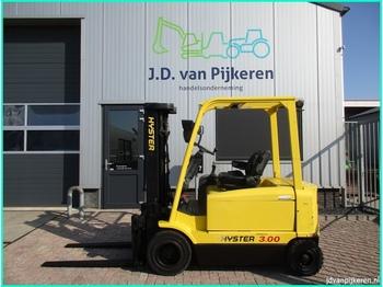 Vierwielige vorkheftruck HYSTER J3.00XM triplex 4.6m sideshift accu 75% 5758uur!