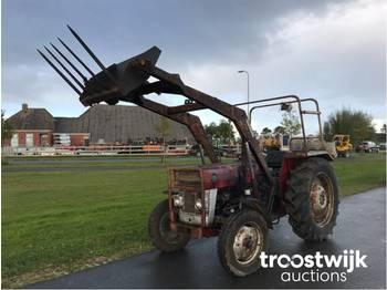 Landbouw tractor Massey Ferguson 135