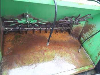 Veeteelt materiaal  VDW Zaagselstrooier