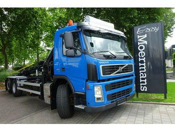 Containertransporter/ wissellaadbak vrachtwagen Volvo FM 400 6x2 Kran Mit Container