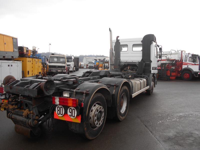 haakarmsysteem vrachtwagen Mercedes Actros 2531