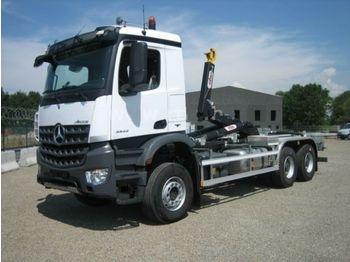 Haakarmsysteem vrachtwagen Mercedes-Benz 3342 6X6 HYVA Abroller