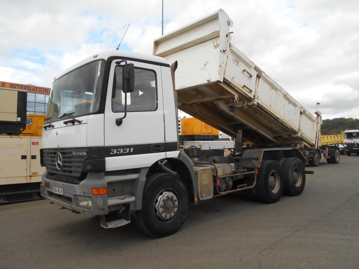 kipper vrachtwagen Mercedes Actros 3331