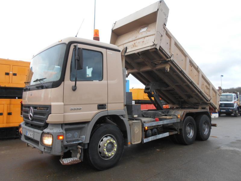 kipper vrachtwagen Mercedes Actros 3332