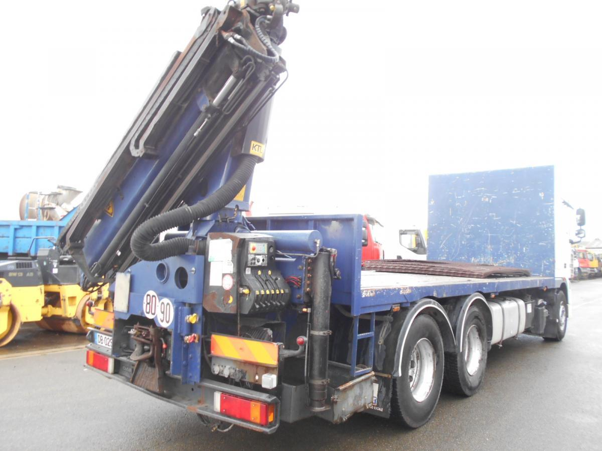vrachtwagen met open laadbak DAF XF105 410